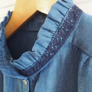 détail du col chemise Azur
